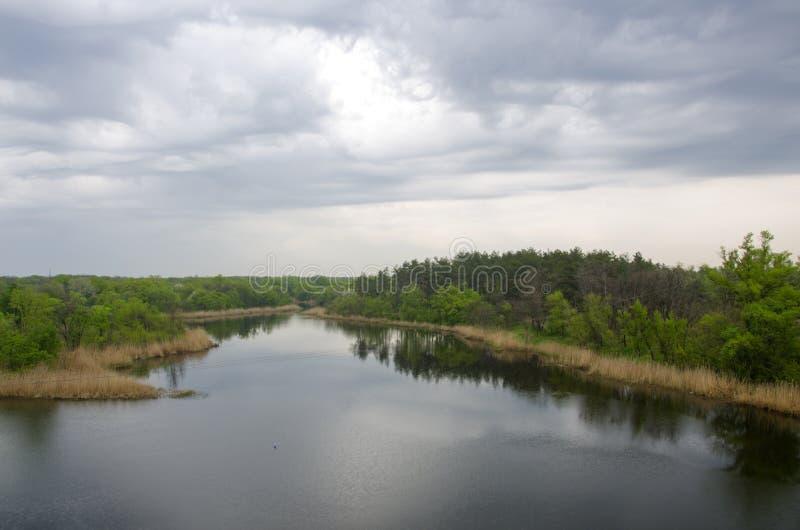 Verschüttet Fluss lizenzfreie stockfotografie