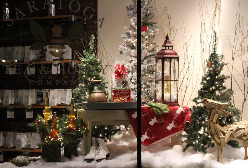 Verscheidene decoratie en punten voor verkoop in specialiteit storefront venster, Saratoga-Thee & Honing, Saratoga springen, New  stock foto's
