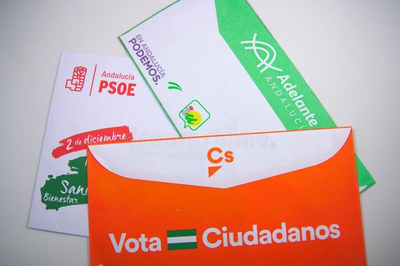 Verscheidene kiesdieenveloppen in het huis van elke burger worden ontvangen stock foto