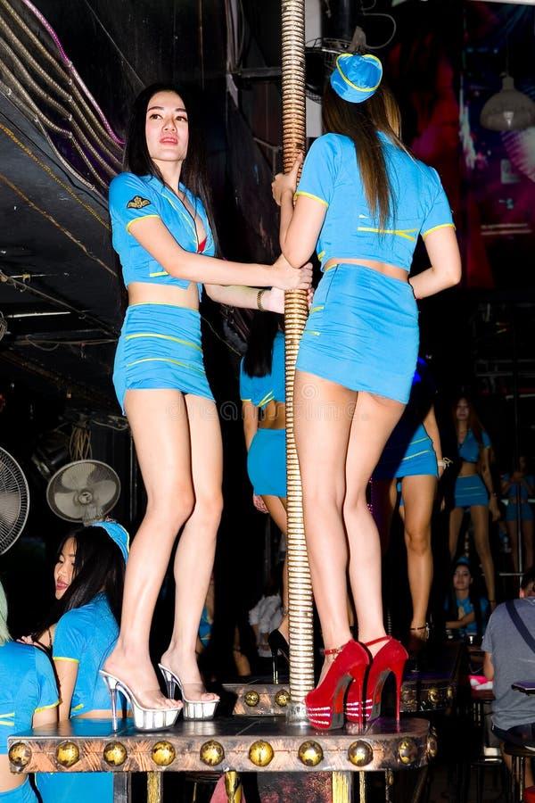 Verscheidene mooie jonge Thaise meisjesdansers stock afbeeldingen