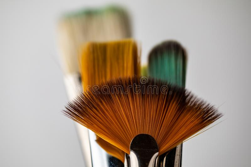Verscheidene multi-colored artistieke borstels Close-up van artistieke borstels royalty-vrije stock foto