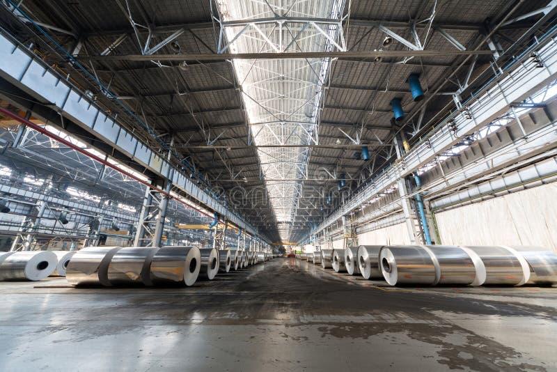 Verscheidene rijen van broodjes van aluminium stock foto's