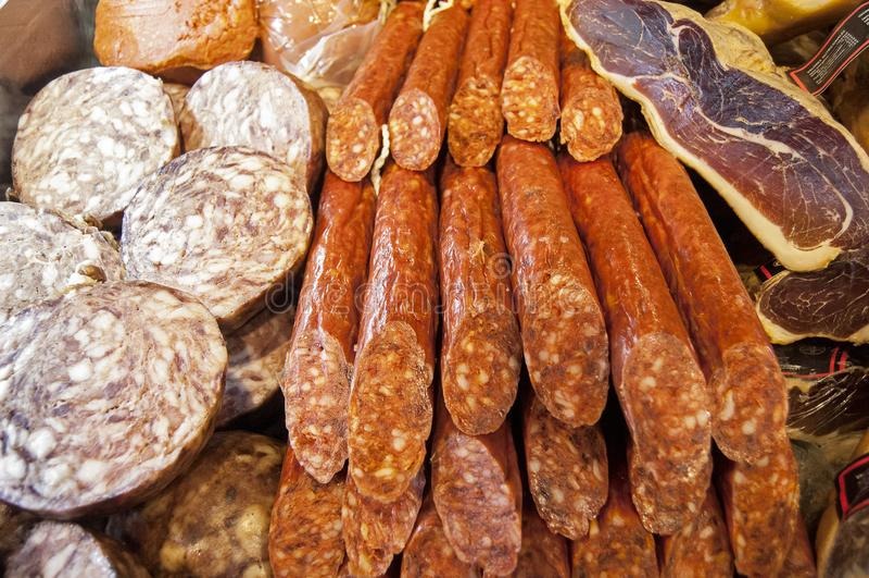 Verscheidene Spaanse worsten stock afbeelding