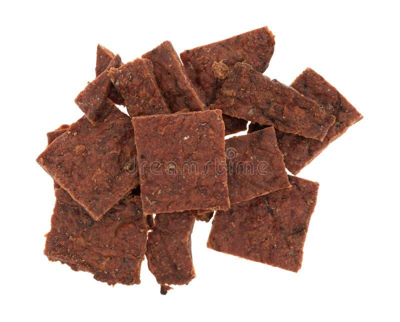 Verscheidene stukken van peppered rundvlees schokkerig op een witte achtergrond royalty-vrije stock afbeeldingen