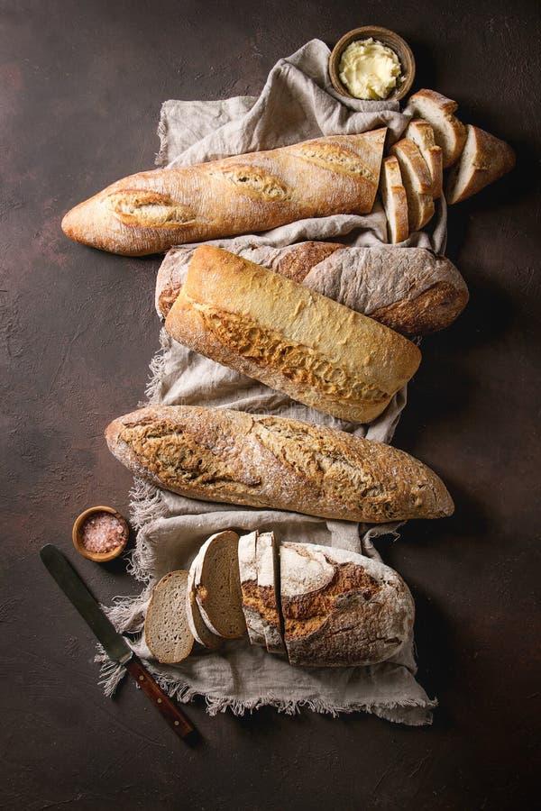 Verscheidenheid van Artisanaal brood royalty-vrije stock afbeeldingen