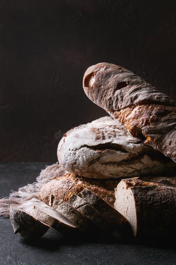 Verscheidenheid van Artisanaal brood stock foto's