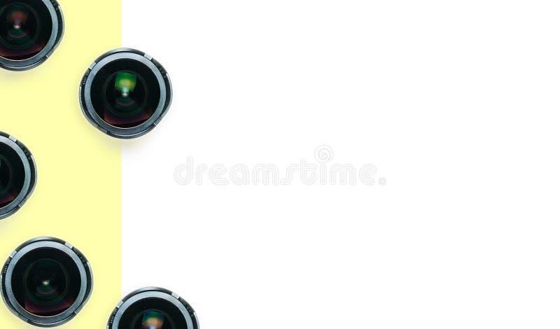 Verscheidenheid van brede het ooglenzen van hoekvissen op witte gele achtergrond royalty-vrije stock foto