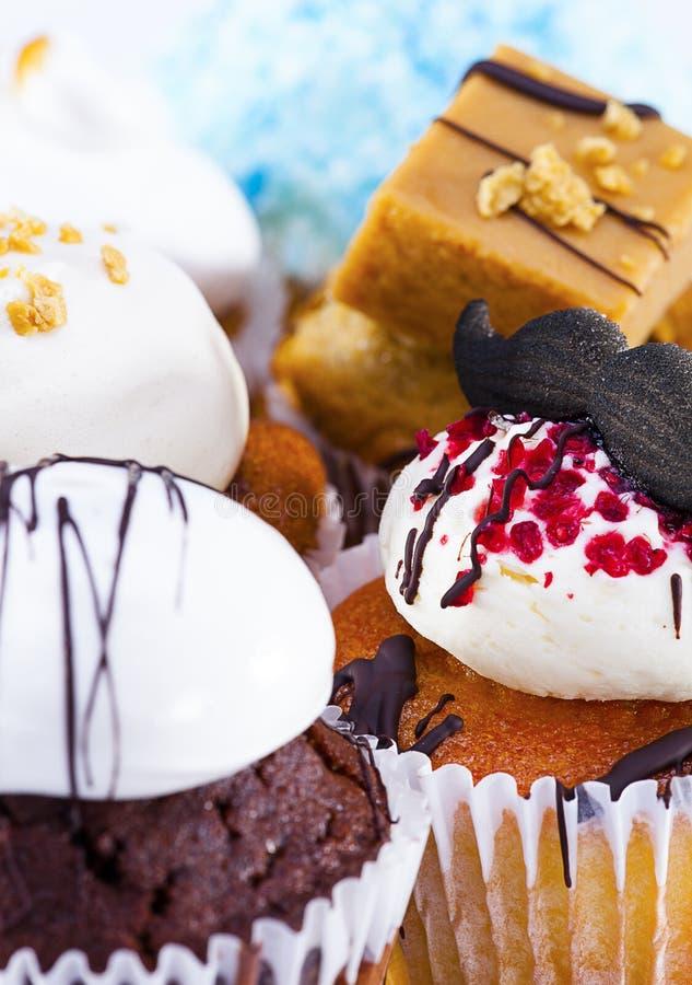 Verscheidenheid van cupcakes stock afbeelding