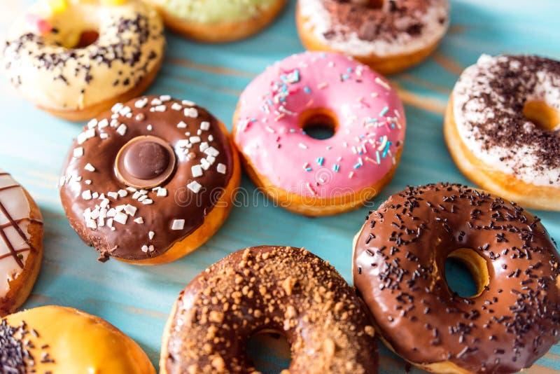 Verscheidenheid van donuts stock foto's