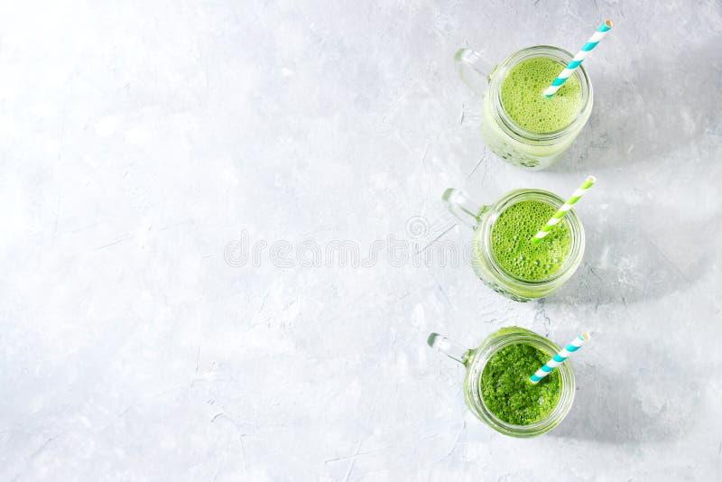 Verscheidenheid van groene smoothie royalty-vrije stock foto's