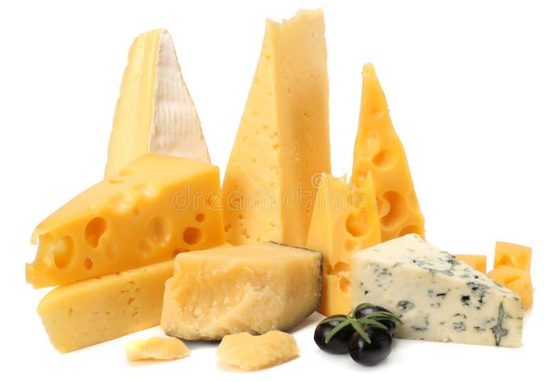 Verscheidenheid van kaas op witte achtergrond wordt geïsoleerd die Verschillende soorten kaas royalty-vrije stock fotografie