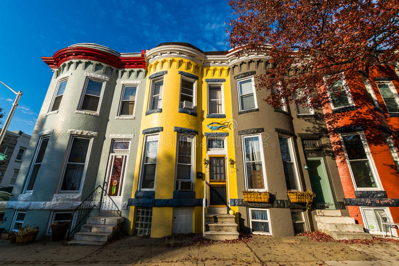 Verscheidenheid van Kleurrijke Rijhuizen in Hampden, Baltimore Maryland stock afbeelding