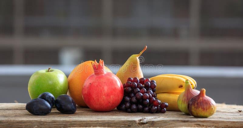 Verscheidenheid van verse vruchten royalty-vrije stock afbeeldingen
