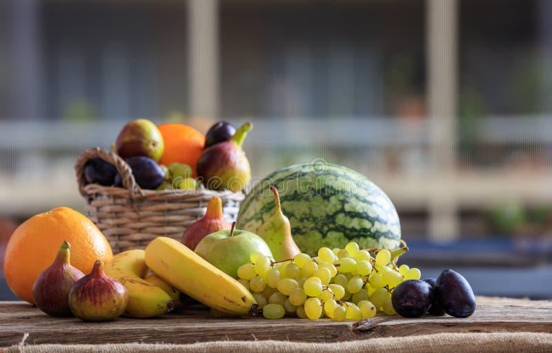 Verscheidenheid van verse vruchten stock afbeelding