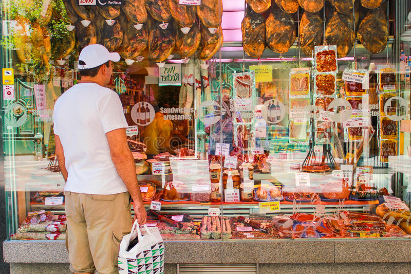 Verscheidenheids Spaanse salami en vleeswaren stock afbeelding