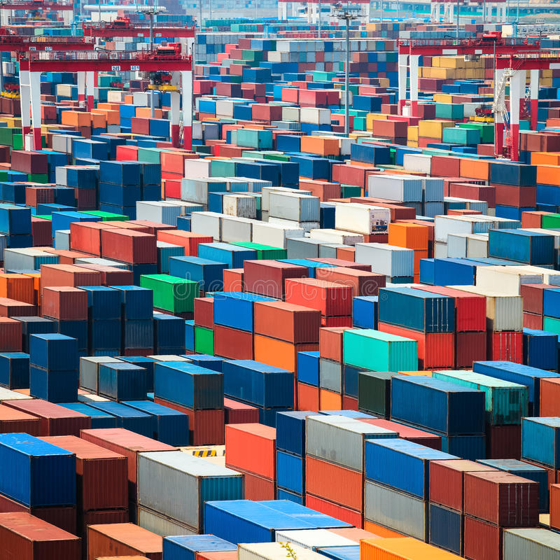 Verschepende containers in haven royalty-vrije stock foto's