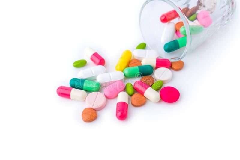 Verschieden von den Tablets mischen Sie die antibiotische Apothekenmedizin Haufendrogenpillenkapseltherapiedoktorgrippe, die auf  lizenzfreies stockfoto
