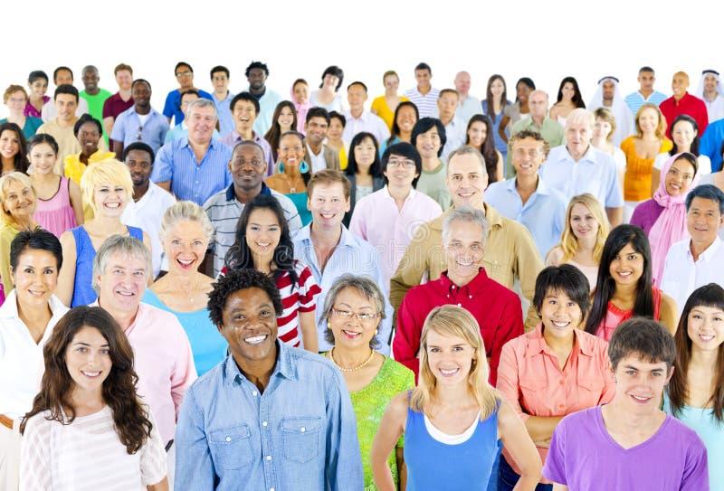 Verschiedenartigkeits-Gemeinschaft feiern jubelnde Menge-Konzept lizenzfreie stockfotos