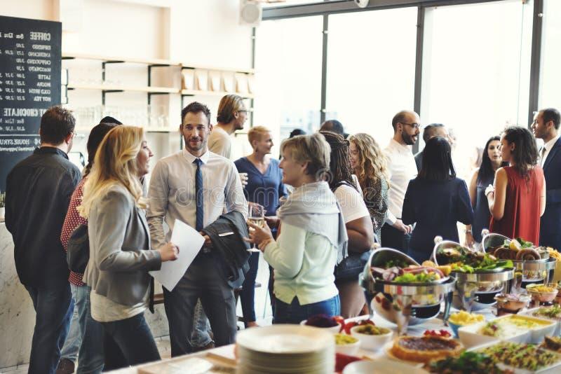 Verschiedenartigkeits-Leute-Partei-Brunch-Café-Konzept lizenzfreies stockfoto