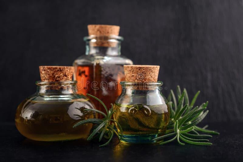 Verschiedene ätherische Öle stockfoto