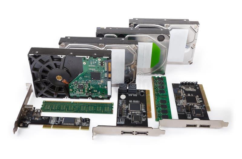 Verschiedene Arten der Computerdatenspeicherungsgeräte auf einem weißen Hintergrund lizenzfreie stockbilder