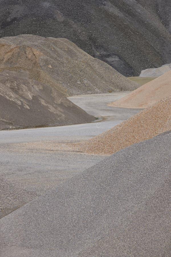 Verschiedene Arten des Steins auf einem Kies bauen ab aufbau lizenzfreie stockfotos
