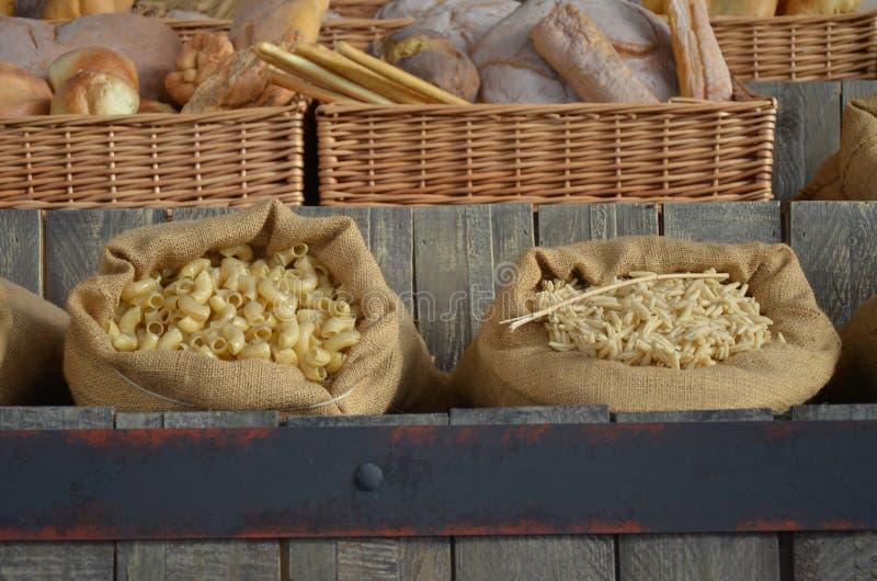 Verschiedene Arten von italienischen Teigwaren stockfotografie