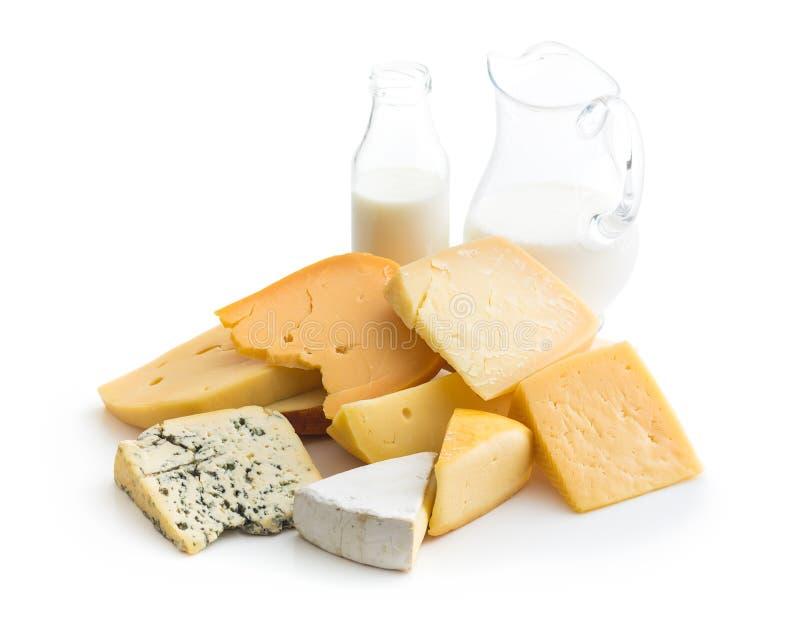 Verschiedene Arten von Käsen stockfotos