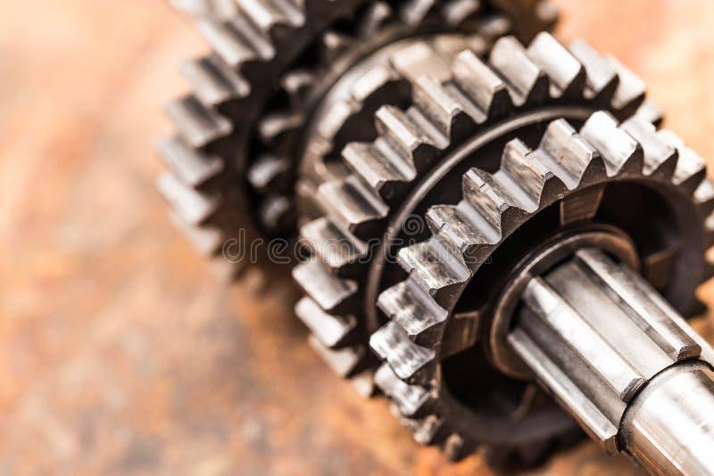 Verschiedene Autoteile und -zus?tze, auf Metallhintergrund - Bild lizenzfreies stockbild