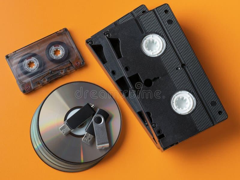 Verschiedene Datenträger der Draufsicht von verschiedenen Zeiten lizenzfreie stockfotografie