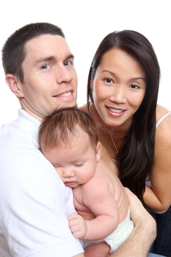 Verschiedene Familie mit Schätzchen lizenzfreies stockfoto