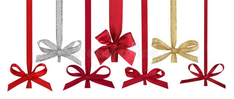 Verschiedene Farbbänder mit Bögen für Weihnachtskugeln. stockbilder