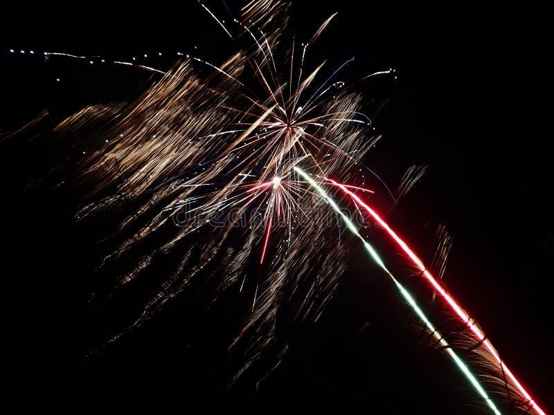 Verschiedene farbige Feuerwerke stockfotos