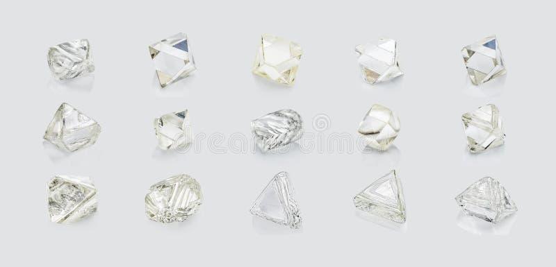 Verschiedene Formdiamanten lokalisiert auf weißem Hintergrund lizenzfreie stockfotos