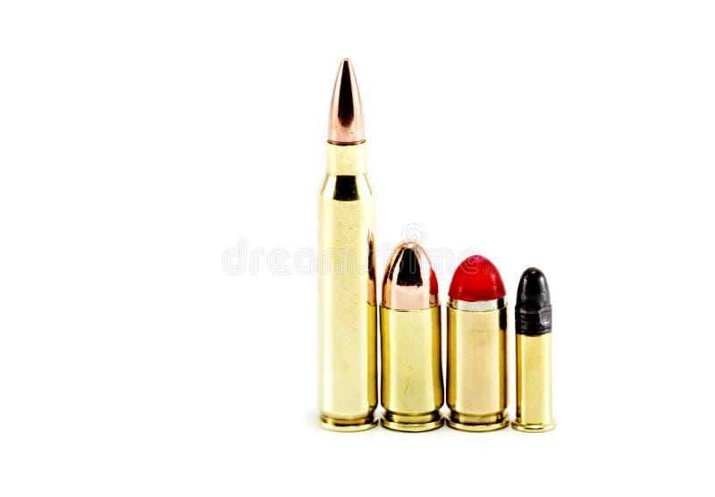 Verschiedene Gewehrkugeln ausgerichtet stockbild