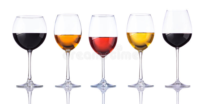 Verschiedene Gläser Wein lokalisiert auf weißem Hintergrund stockbild