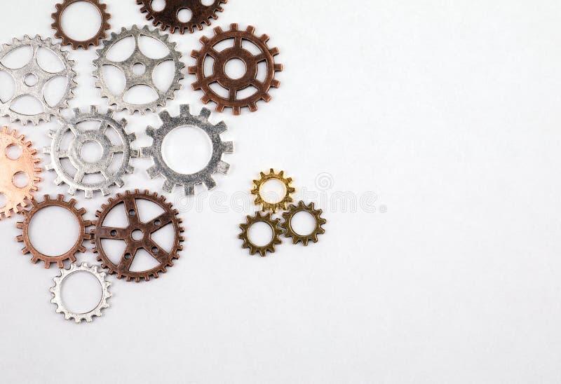Verschiedene Größen und farbige Gänge auf einem weißen Hintergrund lizenzfreie stockfotos