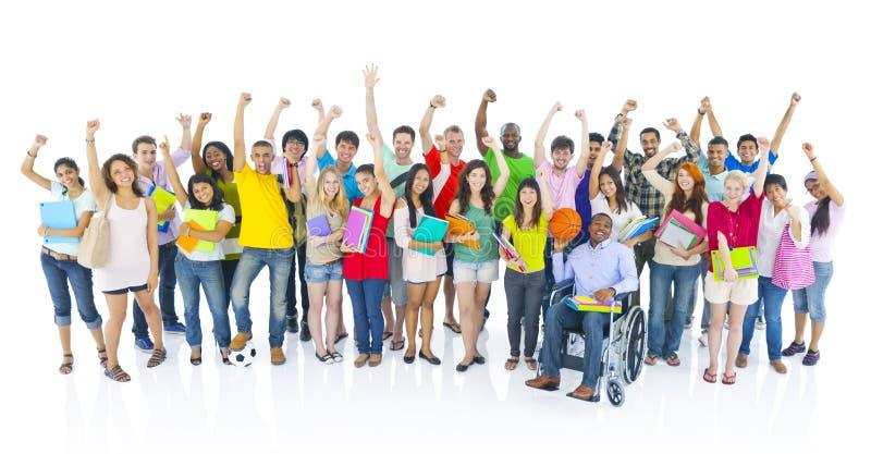 Verschiedene Gruppe des Studenten Celebrating lizenzfreies stockfoto