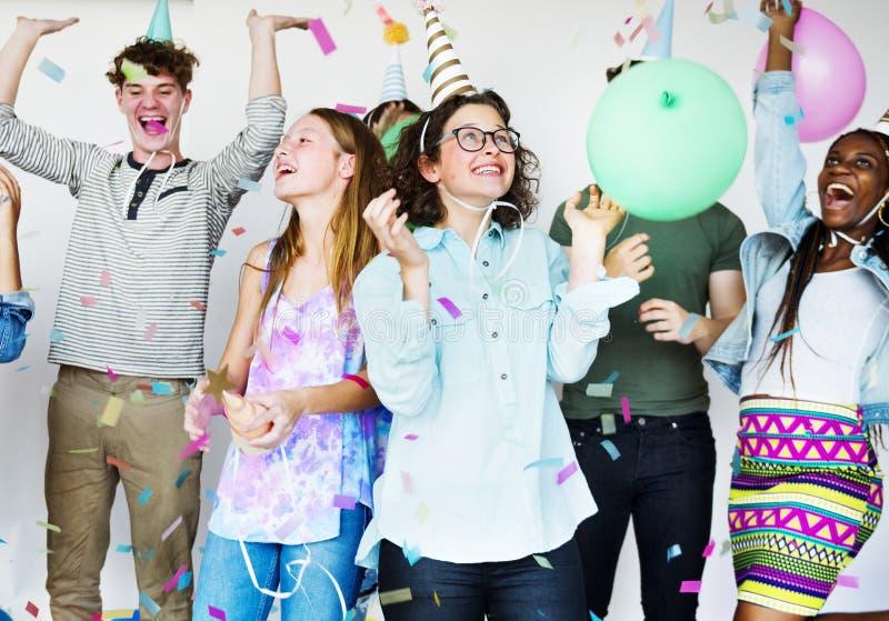 Verschiedene Gruppe von Jugendlichtrieb stockfotos