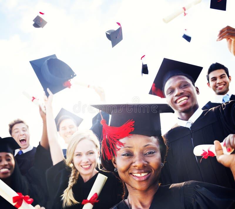 Verschiedene internationale Studenten, die Staffelungs-Konzept feiern lizenzfreies stockbild