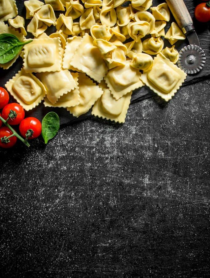 Verschiedene italienische rohe Teigwaren stockfotografie