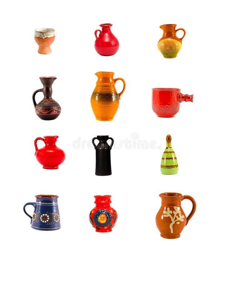 Verschiedene keramische Krug- und Vasensammlung lokalisiert lizenzfreie stockfotografie