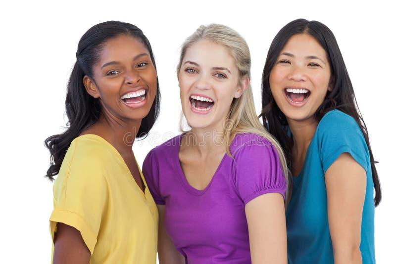 Verschiedene lachende Frauen, die Kamera betrachten lizenzfreie stockfotos