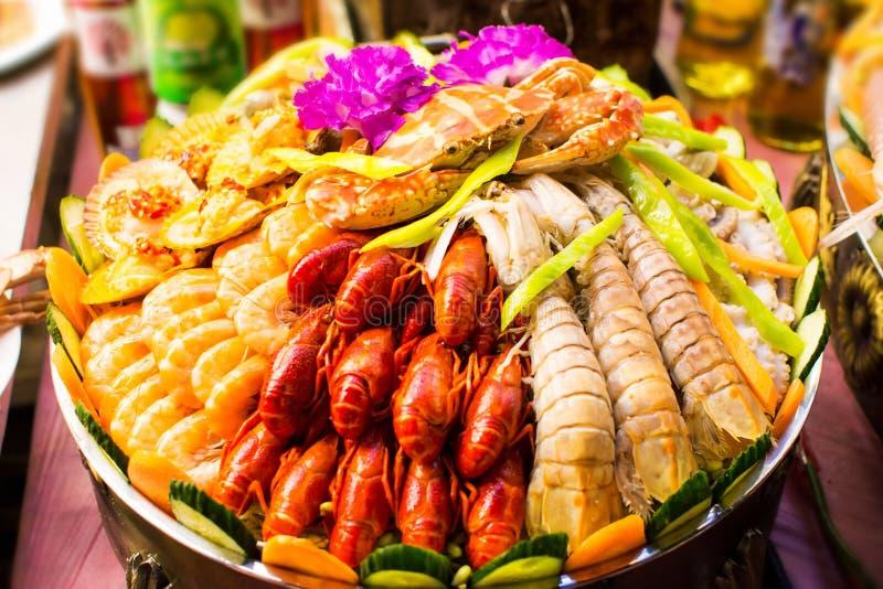 Verschiedene Meeresfrüchte vereinbart auf der Marktstraße lizenzfreies stockfoto