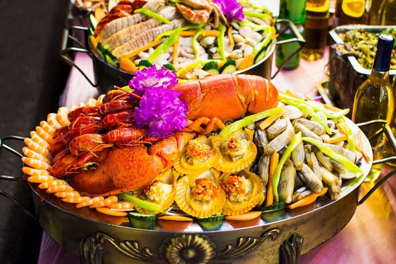Verschiedene Meeresfrüchte vereinbart auf der Marktstraße lizenzfreie stockbilder