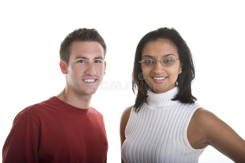 Verschiedene Paare, die an der Kamera lächeln stockbilder