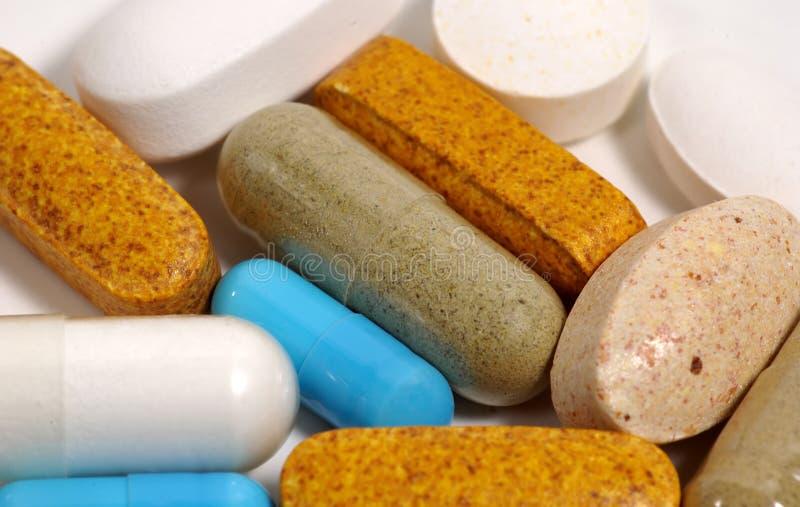 Download Verschiedene Pillen stockbild. Bild von aspirin, vitamine - 44297