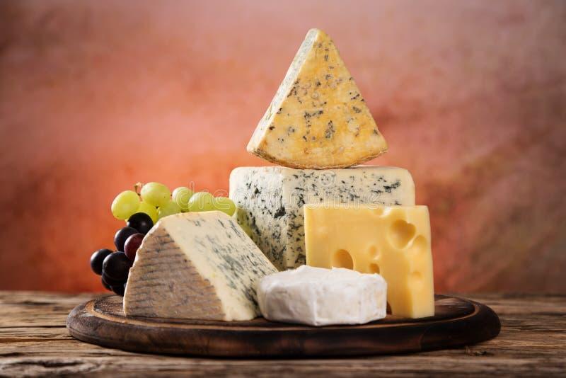 Verschiedene Typen des Käses stockbild