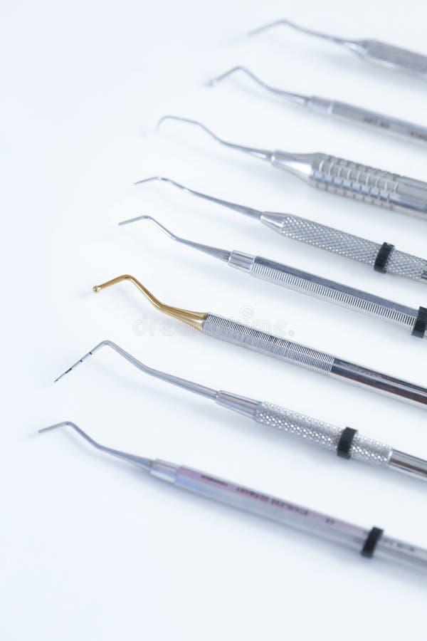Verschiedene zahnmedizinische Instrumente lizenzfreie stockfotografie