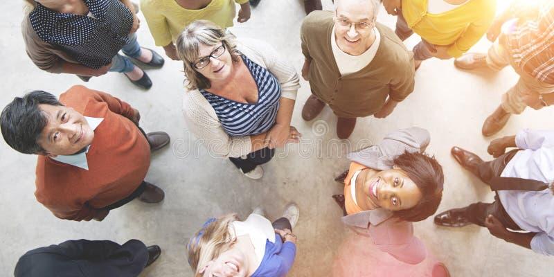 Verschiedener Leute-Freundschafts-Zusammengehörigkeits-Glück-Vogelperspektive-Betrug lizenzfreie stockbilder